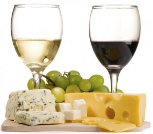 Red and white wine with grapes and cheese