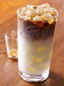 Starbucks iced caramel macchiiato